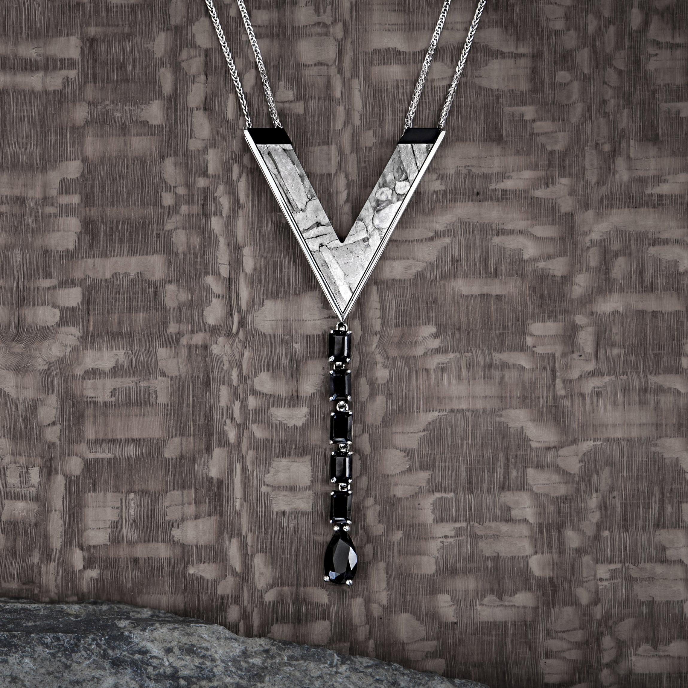 collar con meteorito onix y oroo-alta joyeria