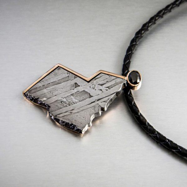 collar_colgante meteorito y diamante-negro-alta joyeria