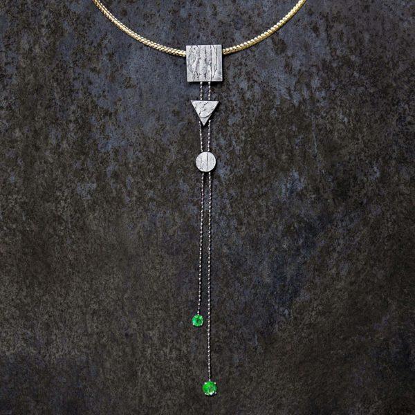 collar con meteorito esmeraldas y oroo-alta joyeria