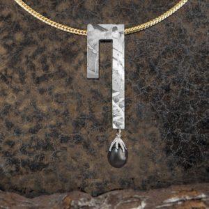 collar meteortito-perla fiji y oro_alta joyeria
