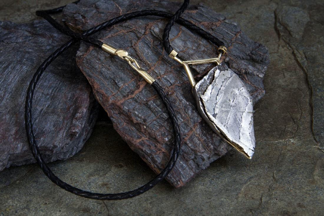 collar hombre oro y meteorito-alta joyeria